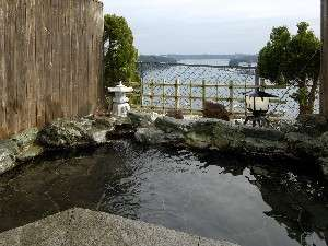 【貸切露天風呂】昼間は椀を行きかう船や牡蠣筏を一望の貸切露天風呂