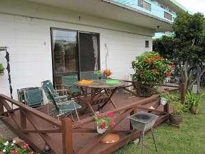 共有パブリックスペースからつながるデッキで沖縄の風を感じてください