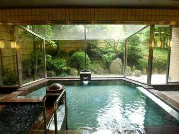大浴場。お湯は、比良の名水+ラジウム鉱石の、人工ラジウム鉱泉です。