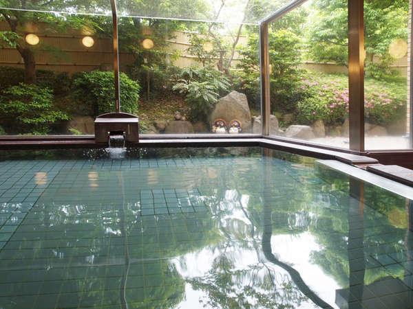 ◆明るく清潔感のある大浴場にある大きな窓からは優しい光が差し込みます。