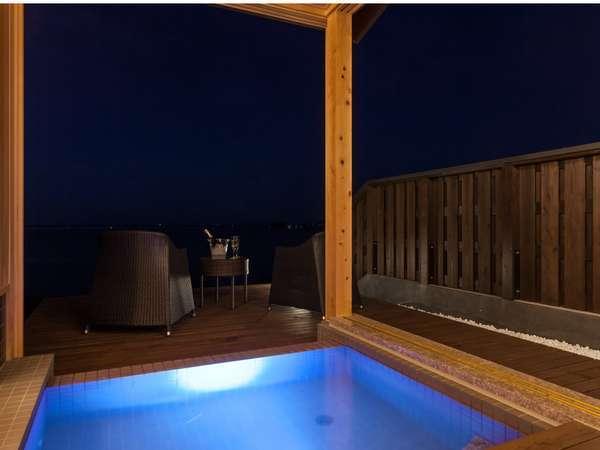 露天風呂から日本海を望む【客室露天風呂】