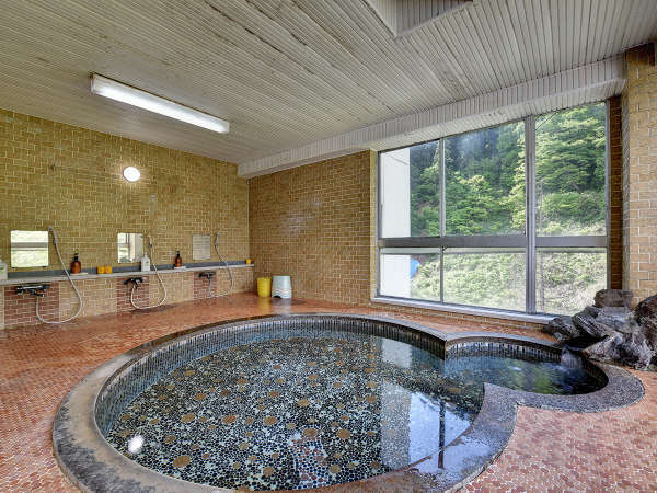 【ホテル紅葉館】四季折々の郷土料理と天然温泉かけ流しのお風呂が自慢