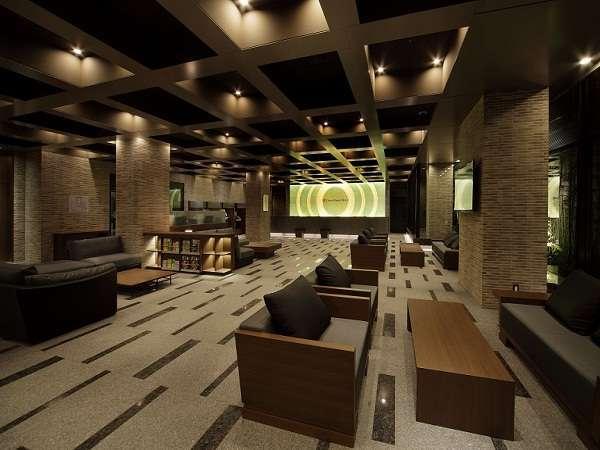 ホテルロビーには沢山のソファをご用意。ご歓談や打ち合わせにどうぞ。