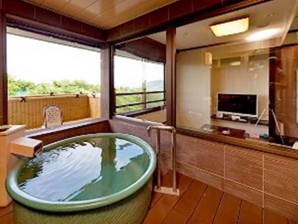 【露天風呂付特別和洋室】客室内の露天風呂