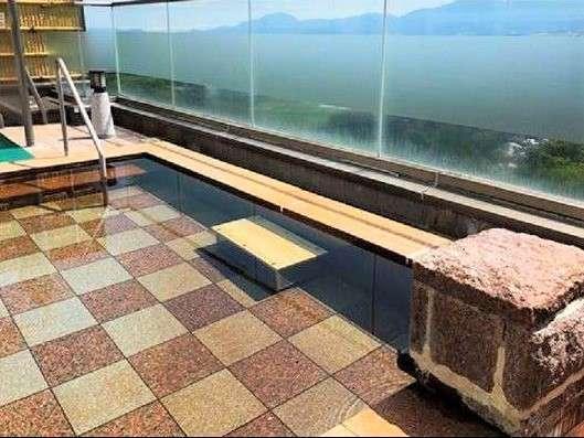 【露天風呂】天然鉱石浴用剤『光明石』を使用した光明神々温泉(人工温泉)の露天風呂
