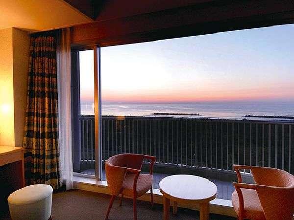 全室オーシャンビュー!海を感じながら過ごす静かな贅沢♪客室から望む朝日は絶景です。