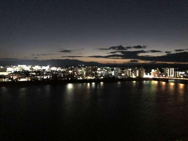 東館エグゼクティブルーム川側からの眺望(夜景)