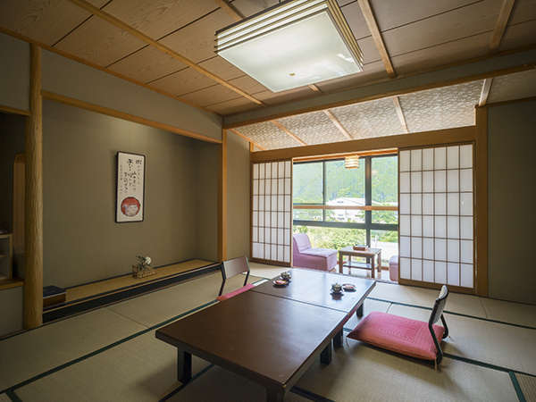 12.5畳バストイレ付きのお部屋。落ち着きのある和室です。