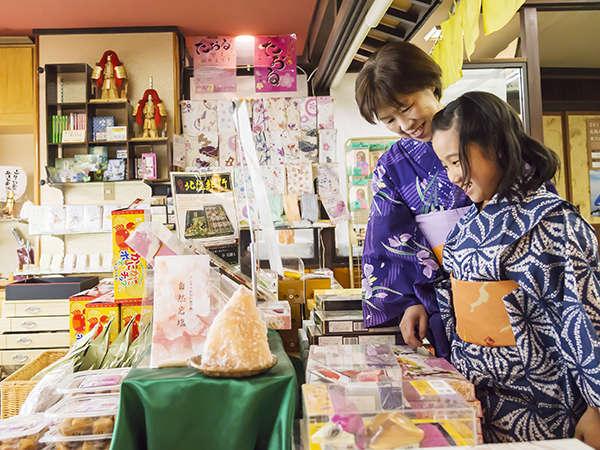 売店でのお土産も女将セレクトの可愛い雑貨ばかり