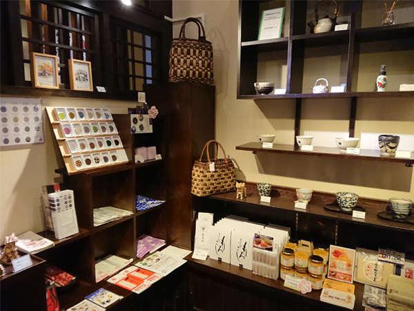 フロントの隣にある小さなショップ。秋田のお土産を購入できます♪
