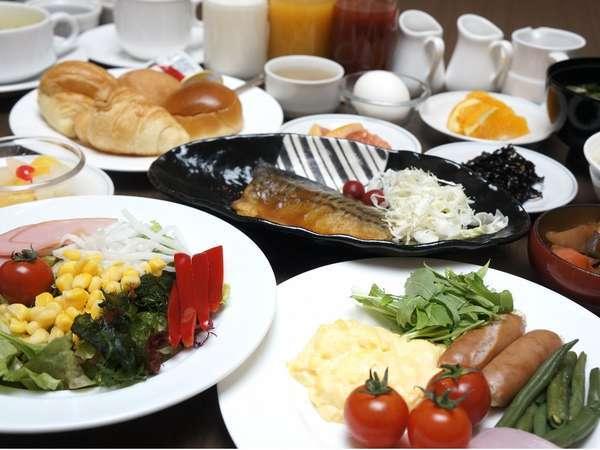 ご朝食は、和洋のバイキングでございます。