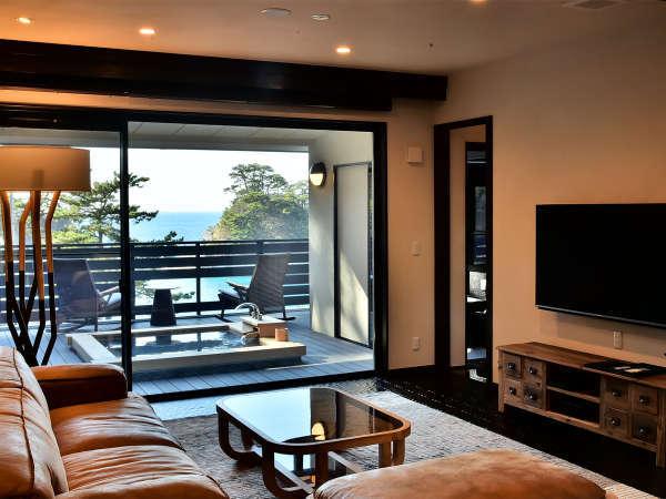 専用露天風呂、リビング、ベッドルームを備えたメインルームの一例