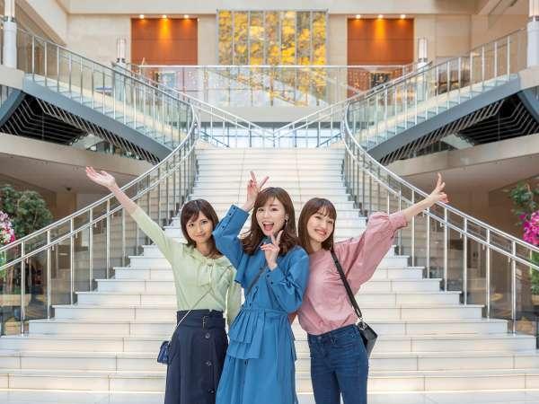 開放的な大階段で記念写真☆彡