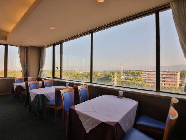 【レストランサンシャイン】ホテル最上階から四季折々の風景を眺め最上階の景色をご堪能頂けます