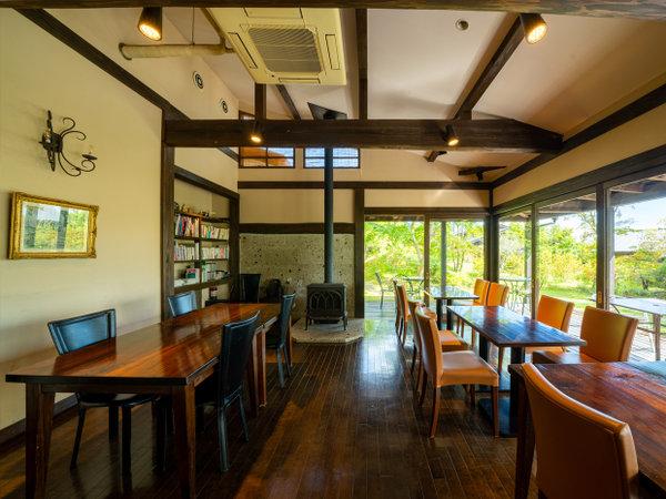カフェは朝は朝食会場です