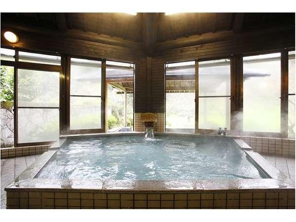 大浴場・・300本の梅林の中、梅の時期のお風呂は最高です。