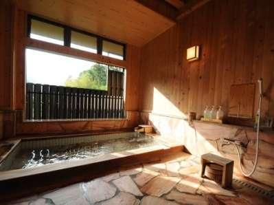 檜の内風呂≪24時間入用可能≫天然温泉:単純温泉(美肌の湯)