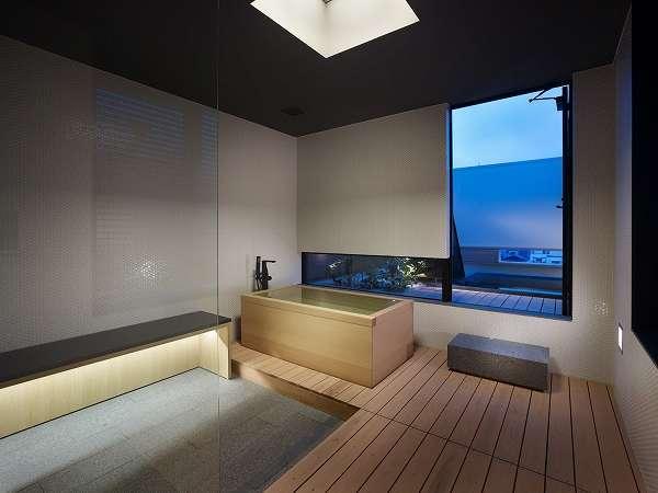 【別邸ザ・カンラスイート/103㎡】ゆったりとした内風呂と開放的なアウトバス