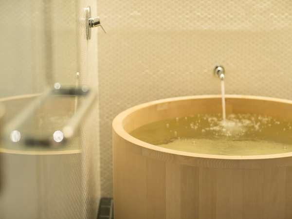 本館デラックスツインルーム ヒバの浴槽