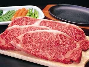 ご夕食のメインは黒毛和牛A4~5ランクステーキ200g!お肉好きにはたまらない上質なお肉をぜひ♪