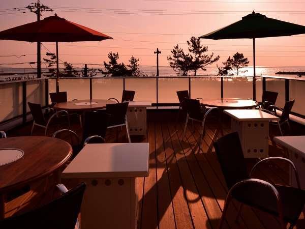 2Fテラス席(日本の夕陽100選に選ばれたオーシャンビューテラス)※夏はビアガーデンが出来ます。