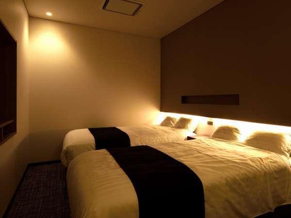 デラックスツインの部屋(セミダブルベッドが2つ完備)セミダブルのマットレスを1つ追加できます。