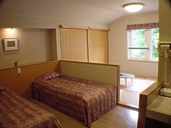 客室の和洋室 約24㎡ウォシュレット、洗面所付き。
