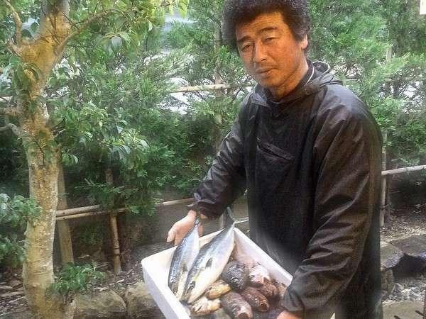 何時も新鮮な食材でお世話になっています。丹後で漁師をしている女将の弟さんです。
