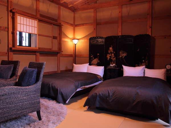蔵を改装した寝室、夢蔵。落ち着いた雰囲気に和の小物がよく合います。