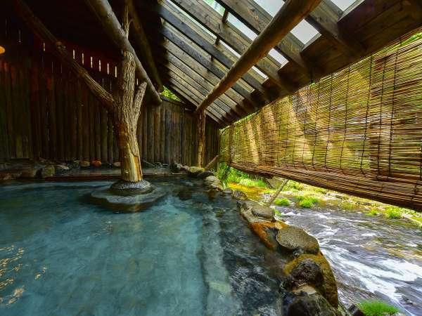 【千年の湯】渓流沿いの露天風呂(夜間は貸切可能)