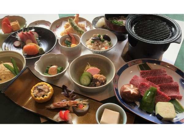 千屋牛の鉄板焼きをメインとした約12品の和食会席(イメージ)