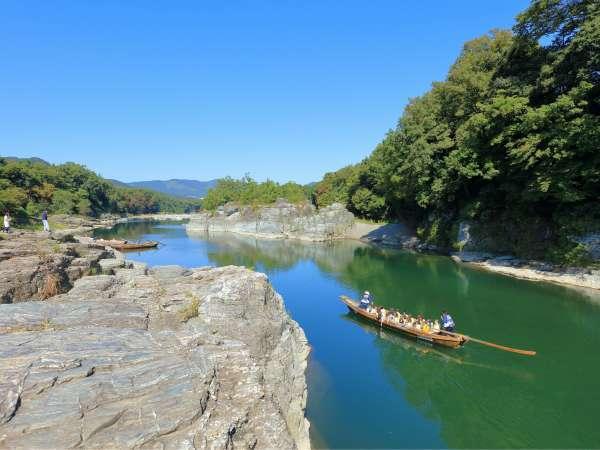 3月~11月 おススメ観光「舟下り」荒川から眺める長瀞の景勝地、岩畳。