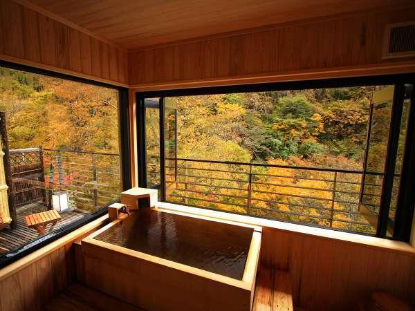 【藤】紅葉の絶景を露天風呂から楽しめます。