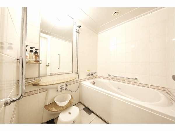 スウィートルームのバスルームです☆