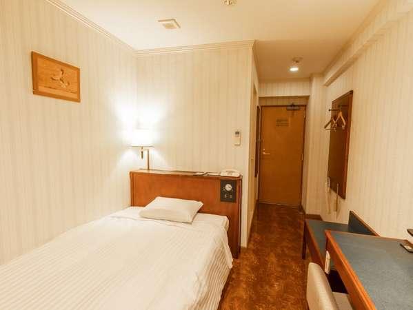 スタンダードセミダブル(客室一例)約120cm幅のセミダブルベッドでごゆっくりおくつろぎいただけます。