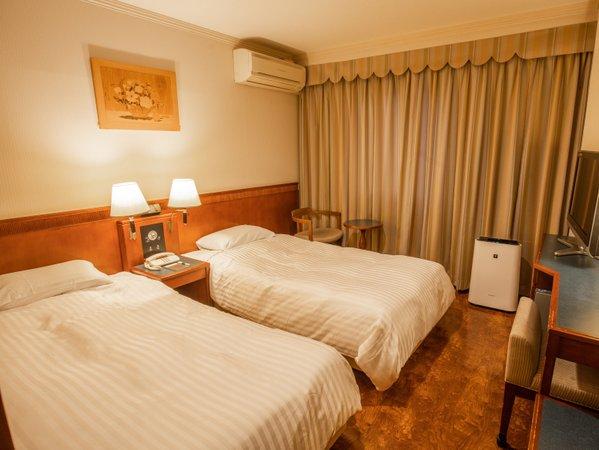 ラージツイン(客室一例)20.4㎡の広めのお部屋はおふたりでもごゆっくりおくつろぎいただけます。
