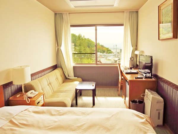 *【シングルルーム】 1人旅・ビジネスも快適♪ゆったりソファーと松本の街を見渡す眺望で休息を。