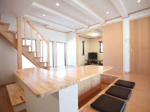 【客室一例】和モダン棟の堀ごたつ式ダイニングテーブル