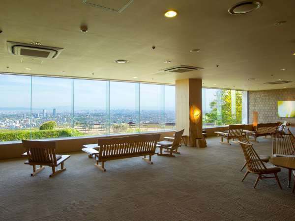 ロビーから大阪市街が一望できます!