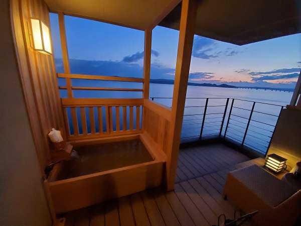 【客室露天風呂一例】朝日を眺めながらの湯浴みは何にも代えがたい贅沢です♪(イメージ)
