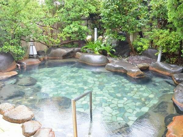 【源泉100%の露天風呂】男女入れ替え制なので2種類のお風呂を楽しめる♪