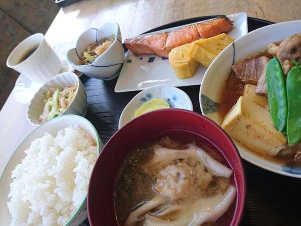 手作りの朝食(和食) 旭川産米を手作りおかずとご一緒に