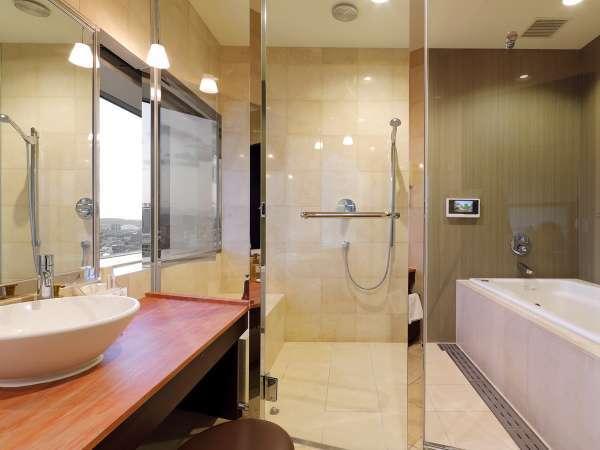 【プレジデンシャルスイート】バスルーム/ビューバスで18階からの景色をご堪能ください