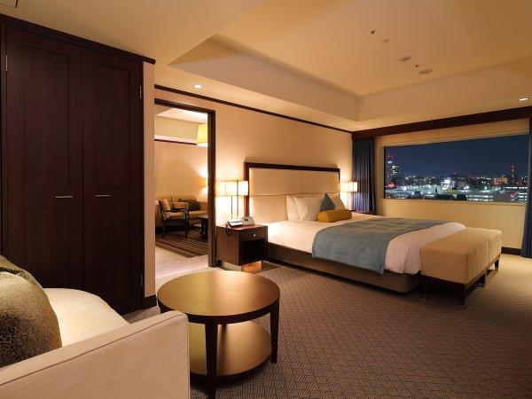 【プレジデンシャルスイート】90/㎡ 客室最上階のお部屋からは、岡山市街を一望。