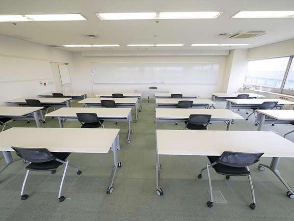 多摩永山情報教育センター併設しています。会議室一例(スクール形式)