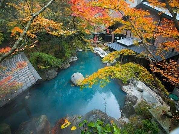 紅葉のびょうぶ岩露天風呂