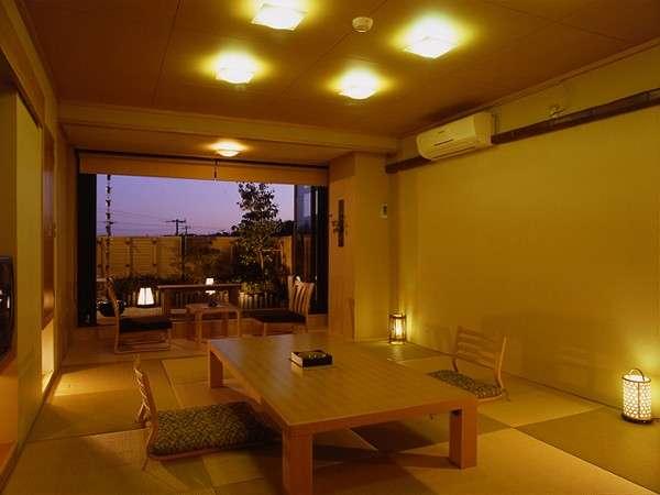 客室「群青」夜の景色