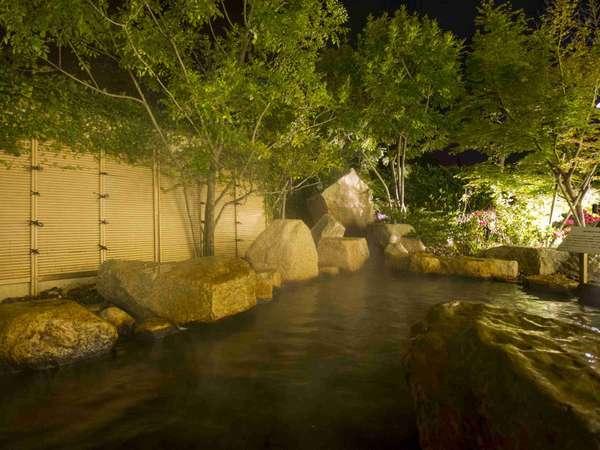 ご利用時間は6:00~9:30、13:30~24:00まで。夜の露天風呂も楽しめます。