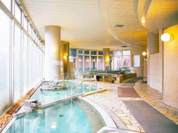 温泉を利用した露天風呂・大浴場・寝湯など、バリアフリー対応のクア施設となっております。