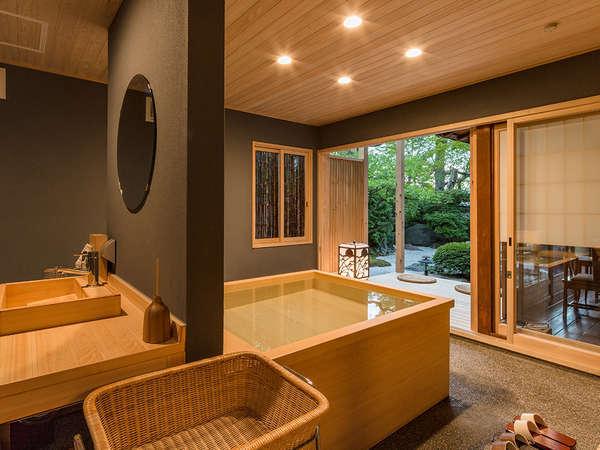 創業当時より在る小川治兵衛の庭園に面した露天風呂付特別室【竹】